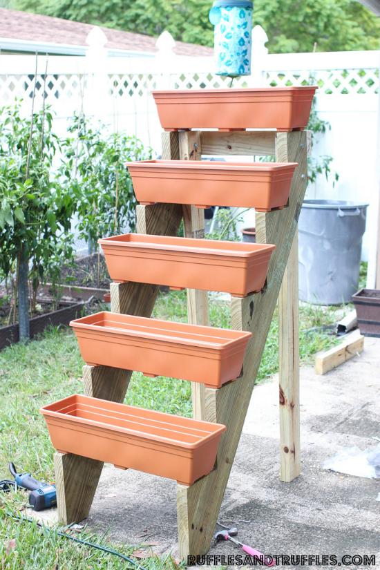 DIY Vertical Planter - Helpful Homemade