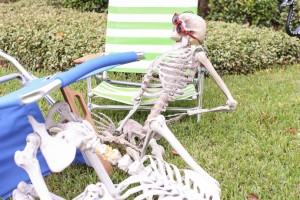Halloween aftermath DIY skeleton lawn decorations