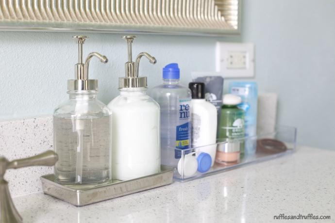 Bathroom counter organization