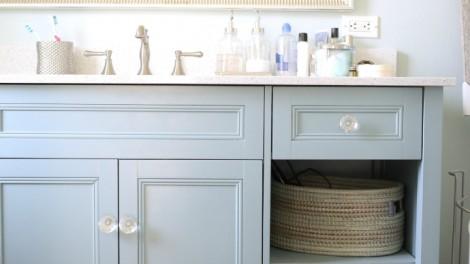 finished bathroom vanity DIY